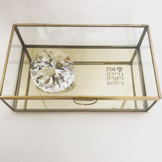 קופסת תכשיטים עם יהלום