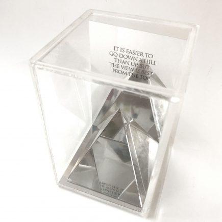 פירמידה עם מסר מתנה מיוחדת